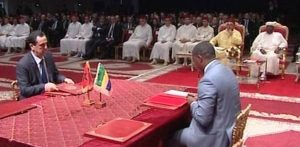 Signature-dune-convention-devant-Sa-Majesté-le-Roi-Mohamed-VI