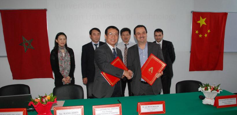 Signature-de-la-convention-de-partenariat-entre-Universiapolis-et-l'Université-chinoise-de-Wuhan-820x400