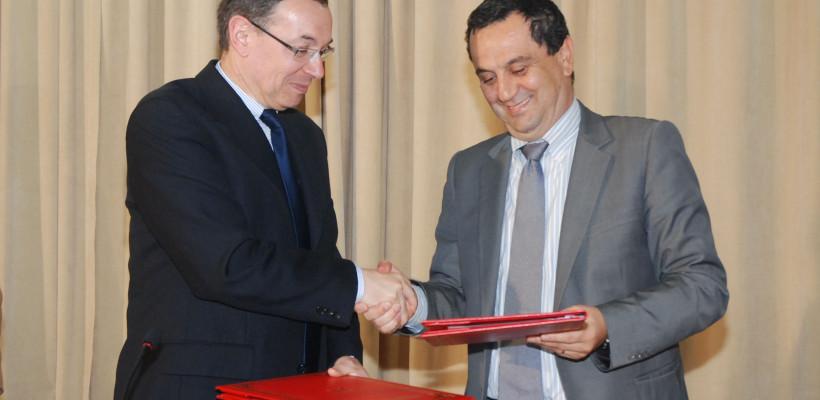 signature-de-la-convention-de-partenariat-'Université-de-Strasbourg-820x400